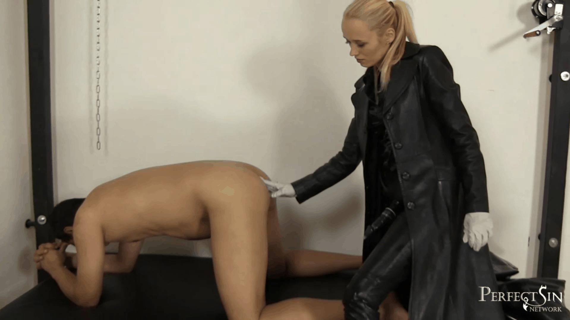 Ass Fingering with Madam Sara