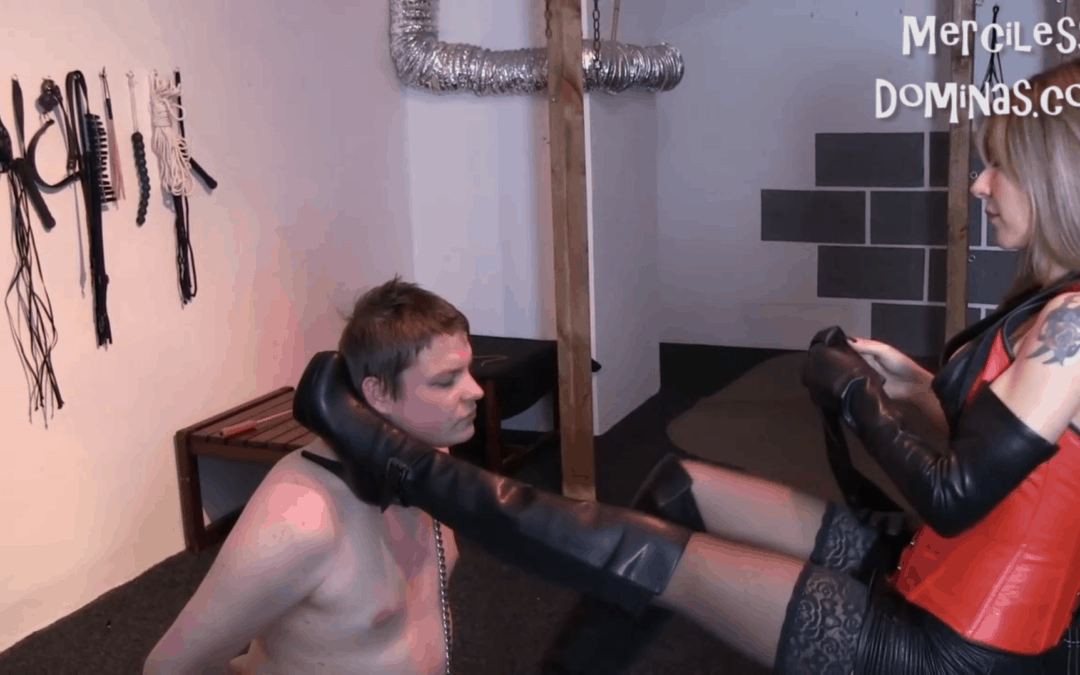 Face Slapping and Foot Fetish with Madame Anita