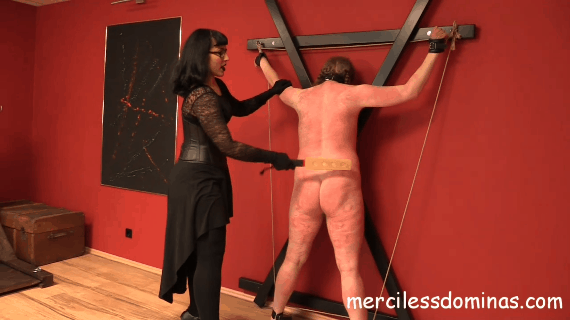 Herrin Bestrafungs New Slave – The Back